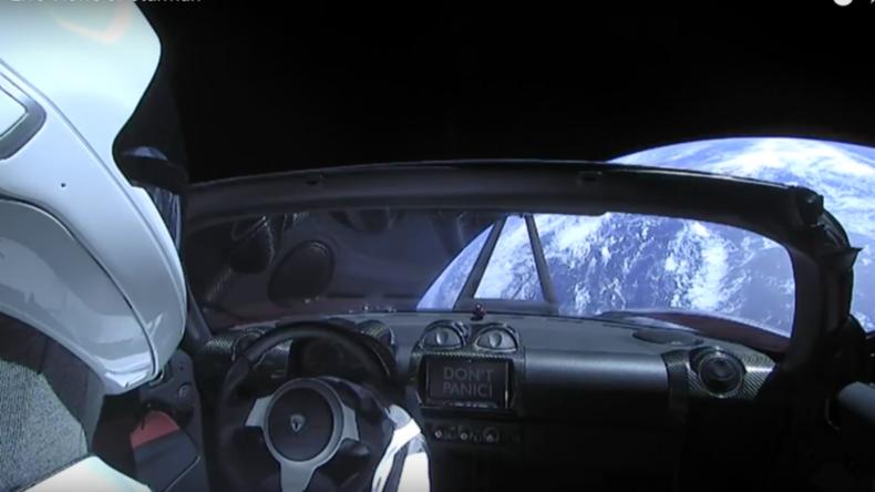 "Roter Tesla macht Ausflug im Weltall: Musk lässt Superrakete ""Falcon Heavy"" erfolgreich fliegen"