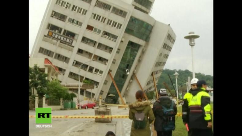 Hotel steht schief nach Erdbeben in Taiwan - 7 Tote, über 250 Verletzte und 51 Vermisste