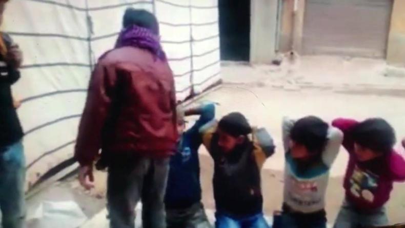Schockierendes Video soll libysche Kinder zeigen, die IS-Hinrichtung nachspielen