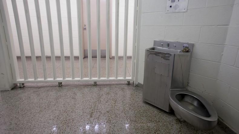 """Britische Polizei hält """"Klo-Wache"""": Drogenverdächtiger macht 22-tägigen Toilettenstreik"""