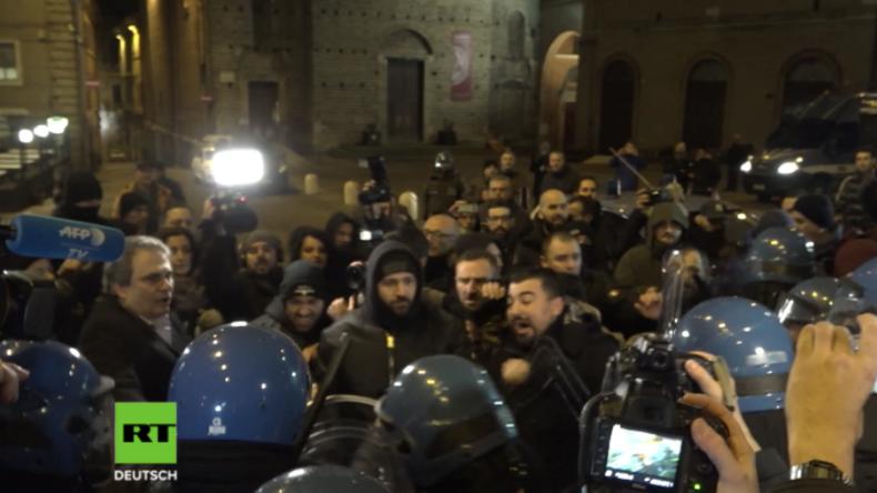 """Italien: """"Migration tötet"""" - Rechtsextreme und Polizei stoßen nach Mord an 18-Jähriger zusammen"""