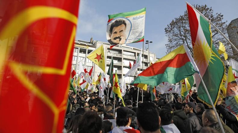 Polizei löst Kurden-Demo in Duisburg auf