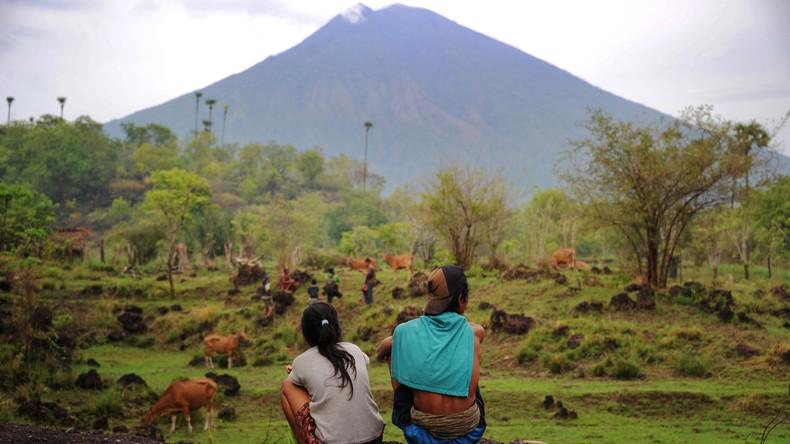 Vulkan auf Ferieninsel Bali rumort weniger - 50.000 Geflohene dürfen zurück