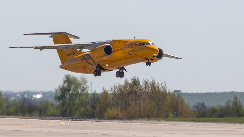 Absturz des Flugzeuges mit 71 Insassen nahe Moskau am Sonntag von Überwachungskamera aufgenommen