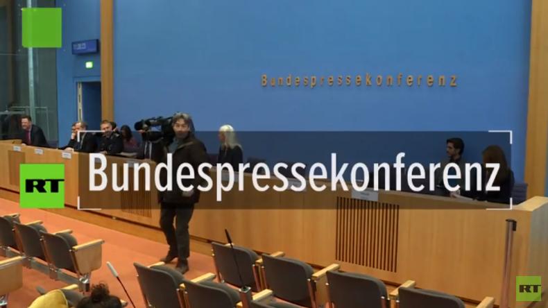 """Bundespressekonferenz: """"Wir wissen nichts von verhafteten, deutschen IS-Kämpferinnen in Nordsyrien"""""""