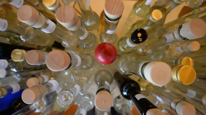 Promillefahrer will 153 Schnapsflaschen im Kofferraum aus Österreich nach Deutschland schmuggeln