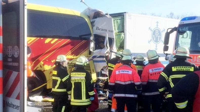 Schwerer Unfall mit Reisebus und Lkws in Hessen – zwei Fahrer tot, alle Passagiere verletzt