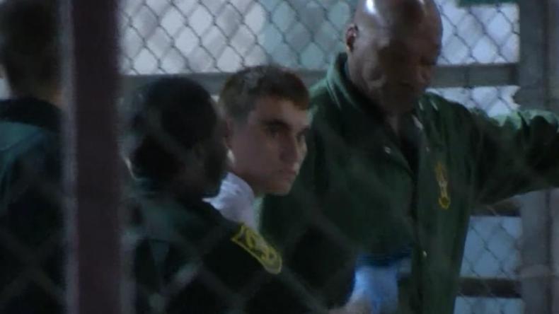USA: Mutmaßlicher Amokläufer Nikolas Cruz wird ins Gefängnis gebracht
