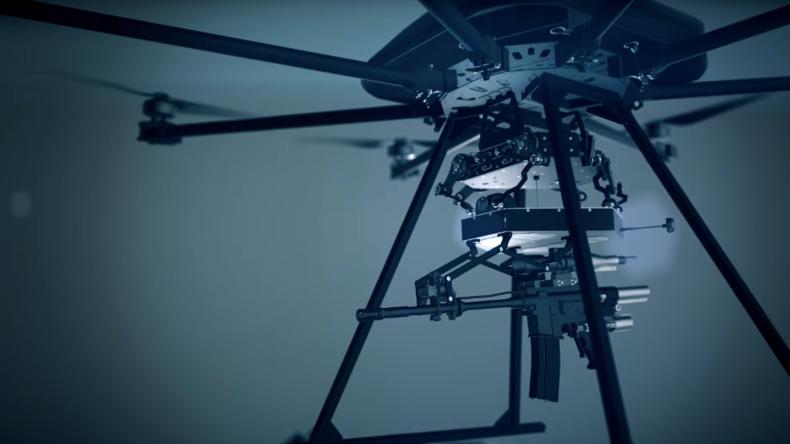 Israelische Firma präsentiert Soldaten der Zukunft: Drohne mit Maschinengewehr und Granatwerfer