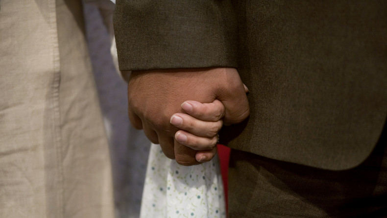 Frau drängte Ehemann wegen Krebsdiagnose ihre Freundin zu heiraten – Befund war Falsch, Mann ist weg