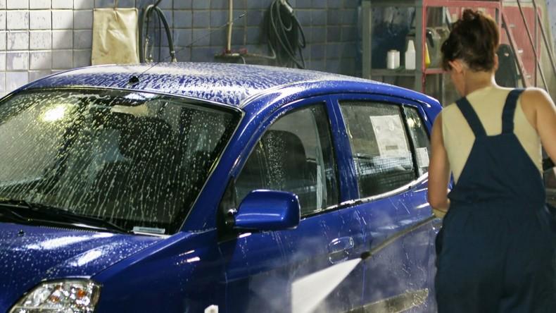 Razzien gegen Menschenhändler an Autowaschanlagen in Großbritannien retten 36 Opfer