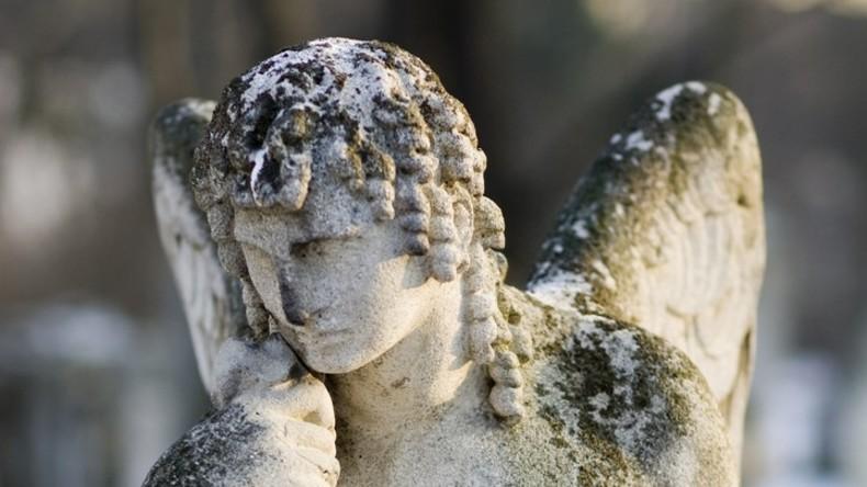 Bestattungsunternehmen verliert Leiche – Gericht spricht Angehörigen 8 Millionen Dollar zu