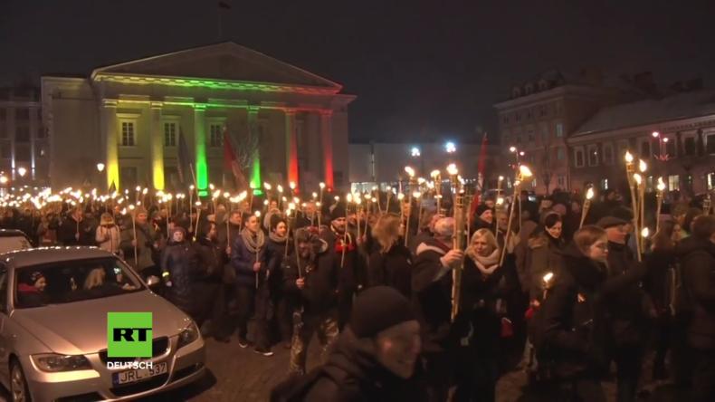 Litauen: Fackelzug zur Feier des 100. Jahrestags der Unabhängigkeit