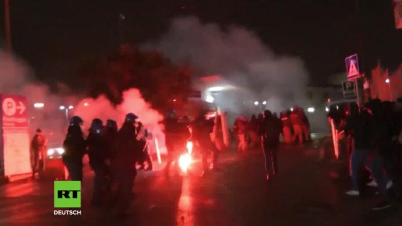 Straßenkrieg in Italien - Antifaschistische Protestler und Polizei stoßen zusammen