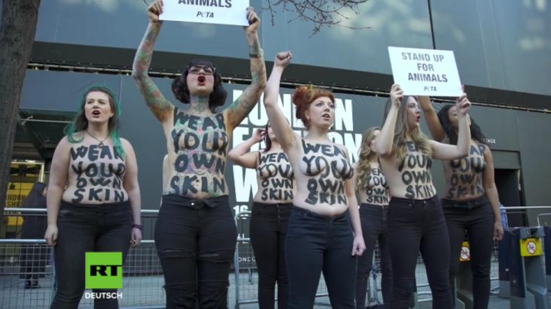 Mit nackten Brüsten gegen Pelz: Peta-Aktivistinnen protestieren im Femen-Stil in London
