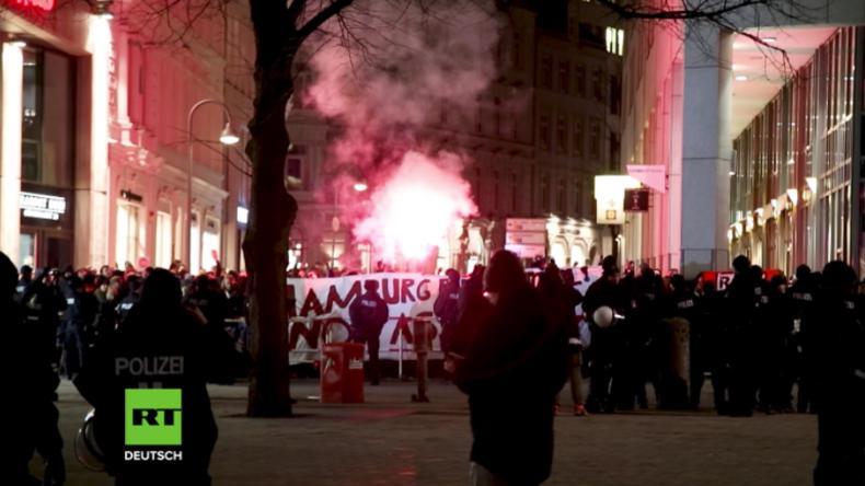 """Hamburg: """"Antifa"""" stellt sich erneut Merkel-Gegnern entgegen - Initiatorin gibt aus Angst auf"""