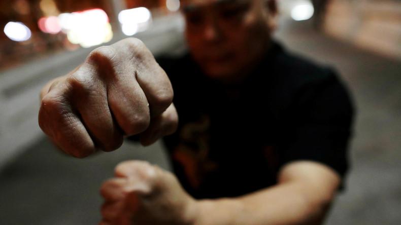 Multimilliardär produziert Kung-Fu-Film und spielt selber die Hauptrolle