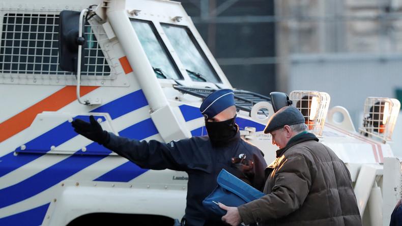 LIVE: Großeinsatz der Polizei in Brüssel – Bewaffneter hat sich in Gebäude verschanzt