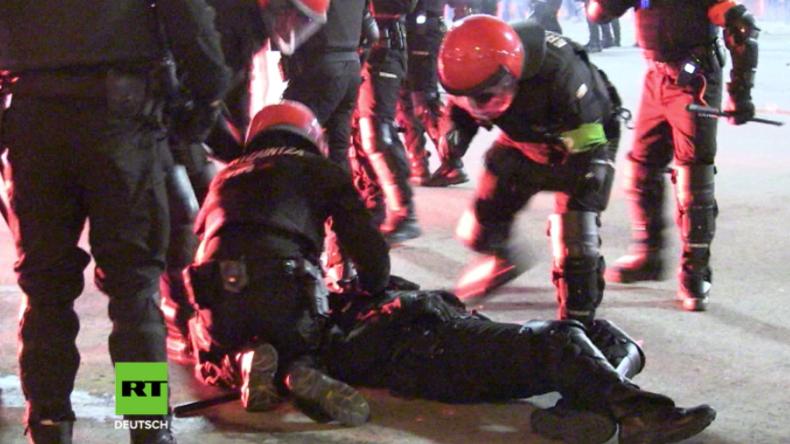 Massive Straßenschlachten zwischen Hooligans in Spanien – Polizist stirbt