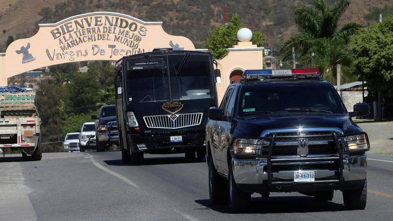 Mexikanische Polizisten nehmen drei Italiener fest und liefern sie an Kriminelle aus