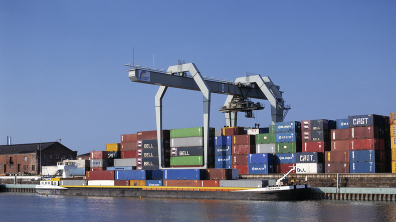 Havarie im Mannheimer Hafen: Schiff droht zu sinken