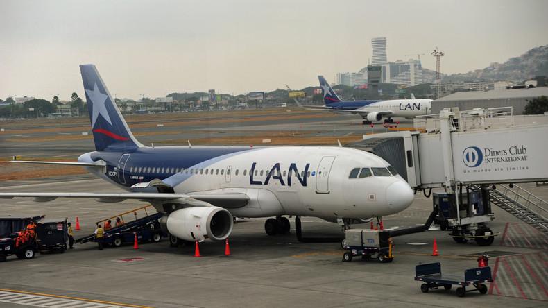 Zwei blinde Passagiere sterben bei Sturz aus Flugzeug in Ecuador