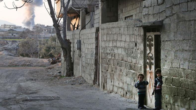 Humanitäre Hilfe aus Russland für Hunderte Familien in syrischer Siedlung Kafr Ram angekommen