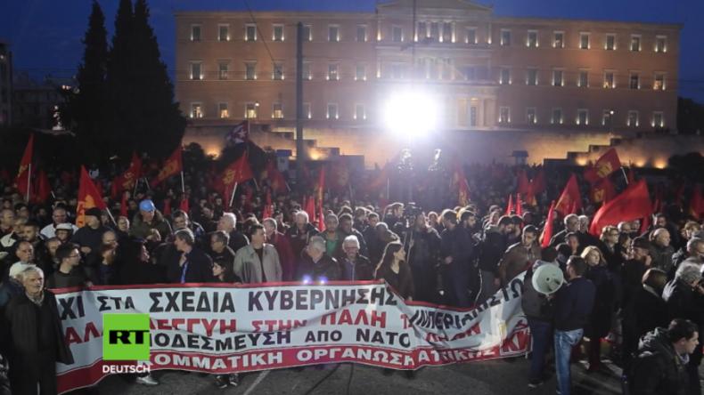 Athen: Zunehmende Spannungen wegen NATO und Türkei - Tausende marschieren gegen Krieg