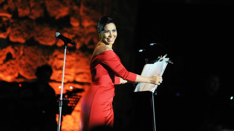 Ägyptische Sängerin kommt wegen Scherzes über den Nil hinter Gitter