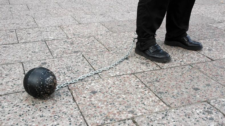 Unter Verschluss: Observierter Sexualstraftäter wird rückfällig und Polizei hält dicht