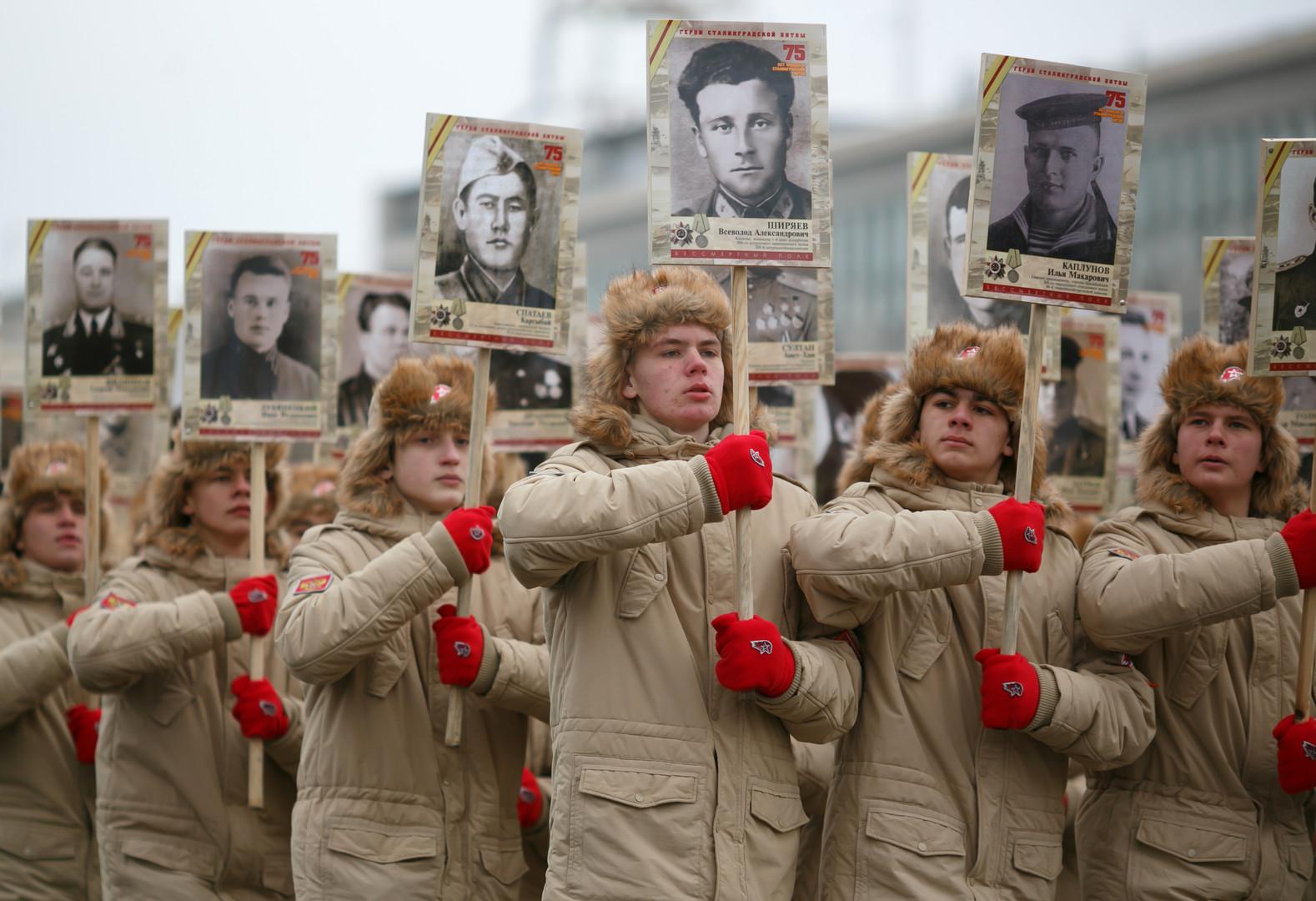 """Die Teilnehmer des Marsches """"Unsterbliches Regiment"""""""
