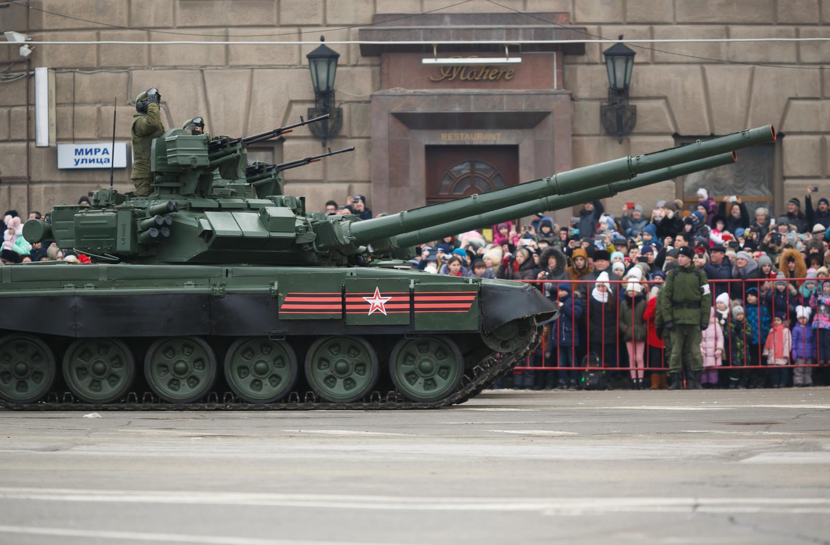 Der moderne Panzer der russischen Streitkräfte T-90A