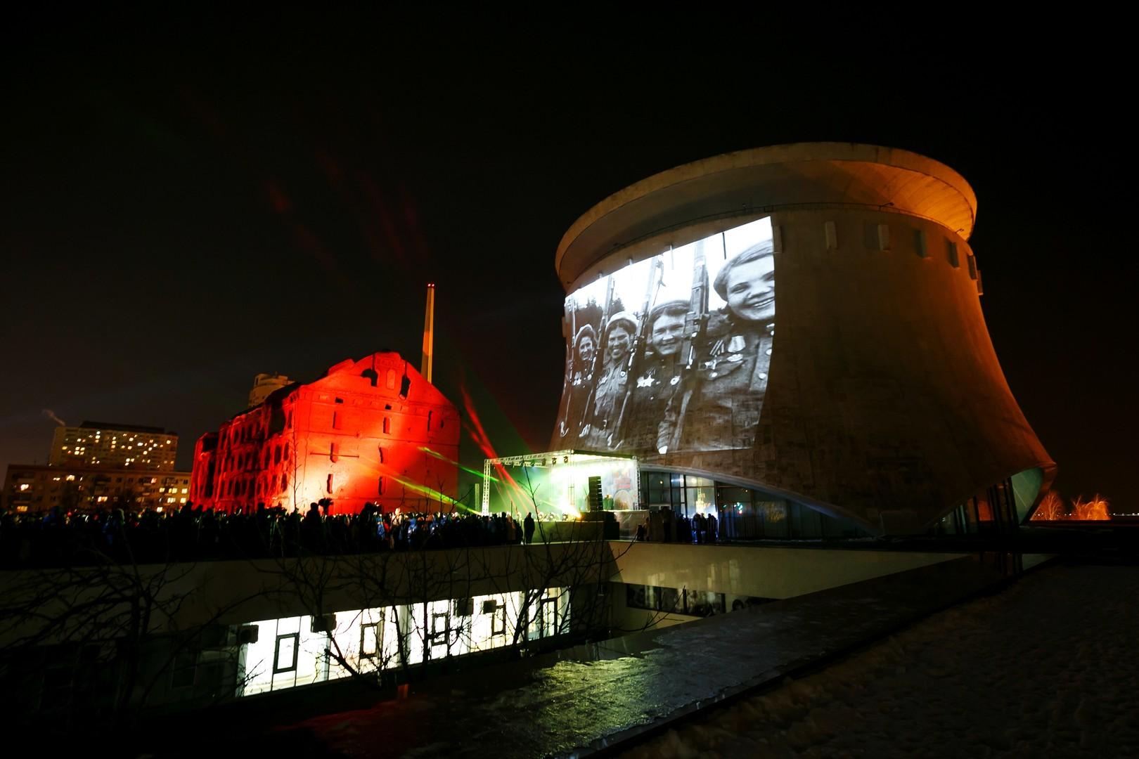 """Projektion auf das Gebäude des Panorama-Museums """"Stalingrader Schlacht"""""""