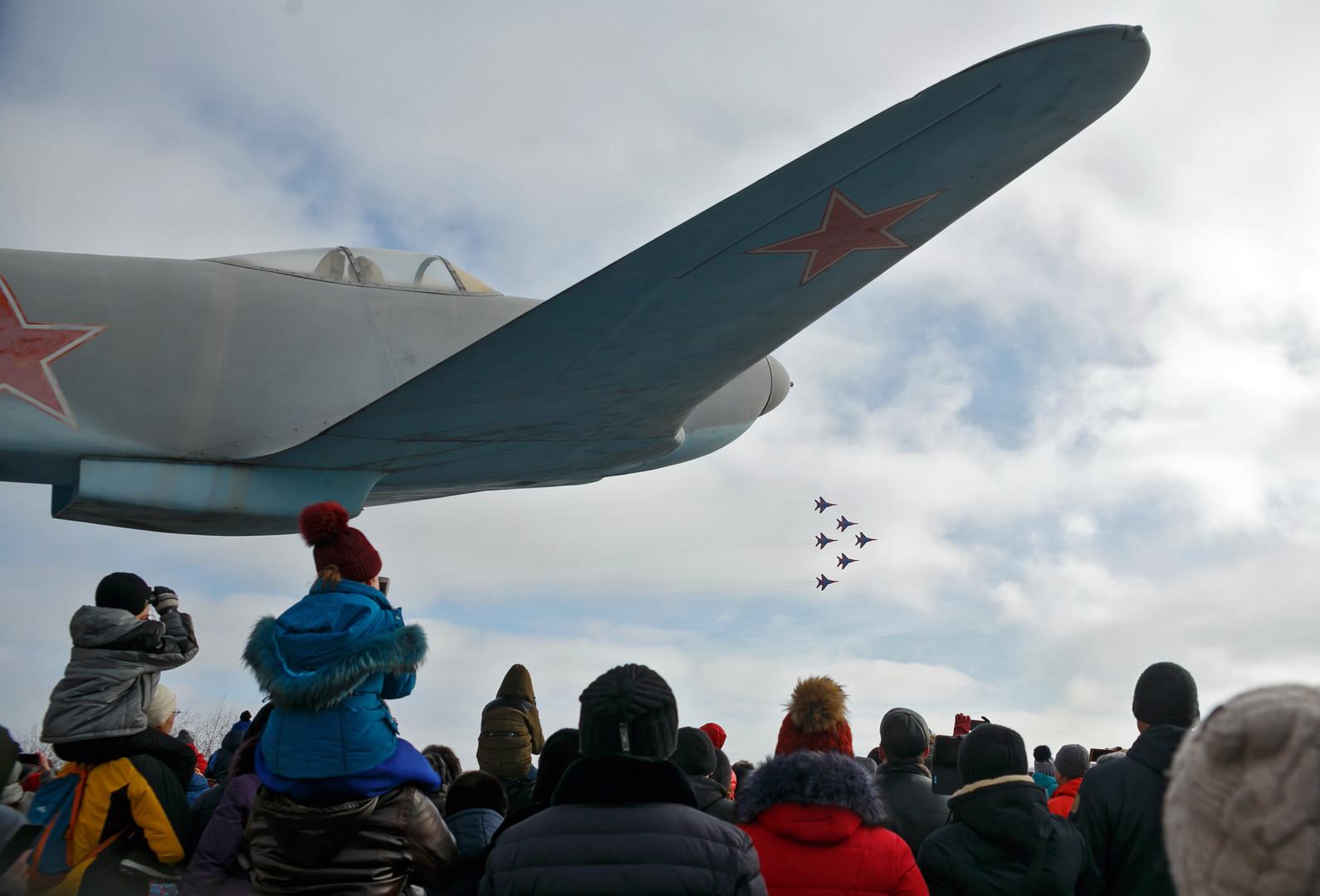 """Die Flugkünste der Pilotengruppe """"Segler"""" der russischen Luftstreitkräfte"""