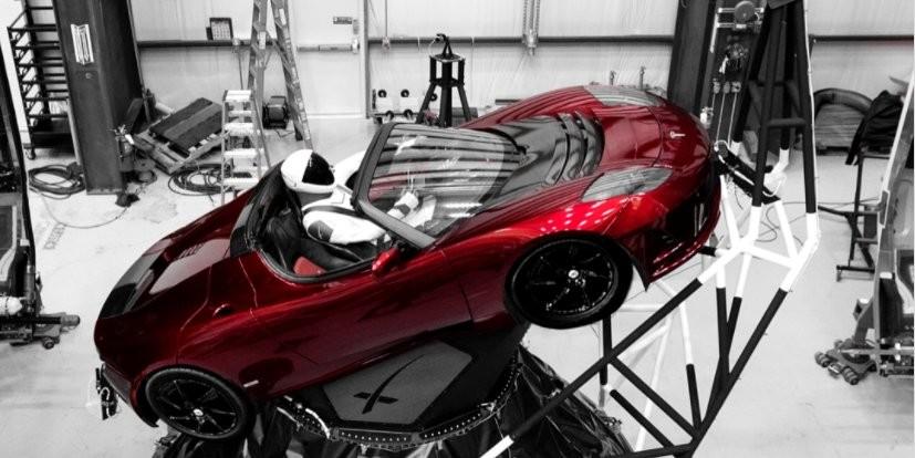 SpaceX startet überschwere Rakete Falcon Heavy ins Weltall – mit Tesla-Wagen an Bord