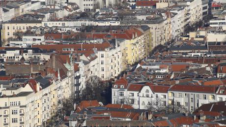 Wohnhäuser in der Kantstraße im Berliner Bezirk Charlottenburg.