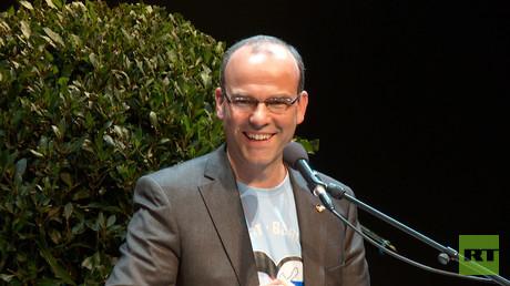 Der ehemalige Professor für politische Geografie an der Universität Tübingen, der seit 2004 ein Friedensaktivist ist, hat 2016 und 2017 zwei erfolgreiche