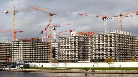 Wie hier am Spree-Ufer in Berlin sollen deutschlandweit vermehrt Wohnungen gebaut werden. Aber nicht luxuriöse Apartments, sondern Sozialwohnungen sollen entstehen.