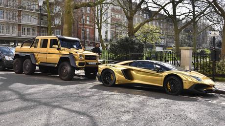 Parkende Autos in Knightsbridge in London
