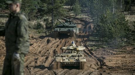 Russische Panzer während der Übung