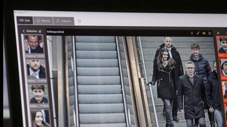 Biometrische Gesichtserkennung in öffentlichen Räumen hätte gar Anis Amri an der Durchführung des Attentats in Berlin hindern können, so eine Behauptung auf dem Polizeikongress. Dafür müsste die Technologie in Zukunft auch Fahndung können, Amri war aber nicht einmal als Gefährder eingestuft.