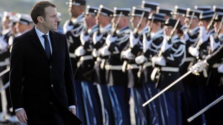 Frankreichs Präsident Emmanuel Macron während eine Parade der französischen Marine am Stützpunkt in Toulon.