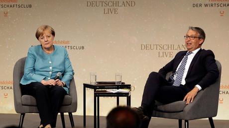 Bundeskanzlerin Angela Merkel und der Herausgeber des Handelsblatts Gabor Steingart bei einer Diskussion im Rahmen von