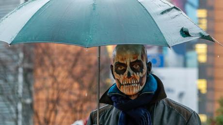 Vergeblich protestierte dieser Demonstrant im November in Brüssel gegen die Verlängerung von Glyphosat.
