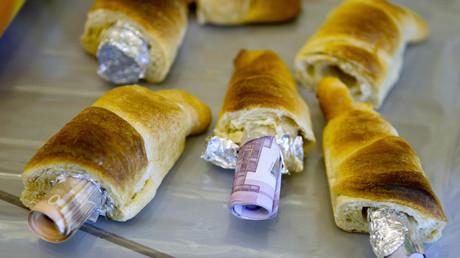 Geschmuggeltes Geld in Hörnchen, Berlin, Deutschland, 16. März 2012.
