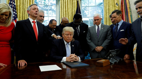 Beten im Oval Office: US-Präsident Donald Trump legt Wert auf religiöse Bekenntnisse.