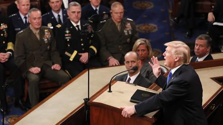 Donald Trump mit Vertretern des US-Militärs im Capitol Hill, Washington, USA, 30. Januar 2018.