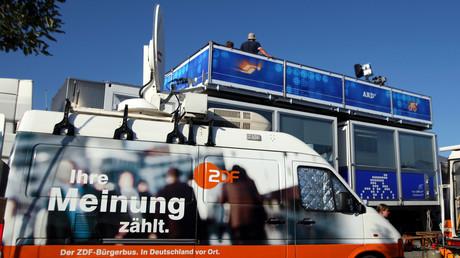 Die aufwendige Maschinerie genannt ZDF und ARD will bezahlt sein - aber bitte nicht in Bar.