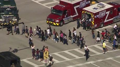 Evakuierung von Schülern der Marjory Stoneman Douglas High School in Parkland, Florida, USA, 14. Februar 2018