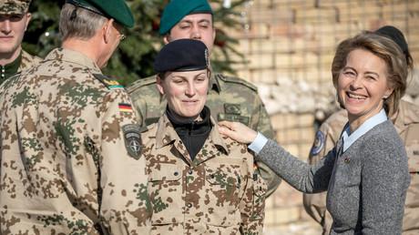 Von der Leyen beim Truppenbesuch in Camp Marmal in Masar-i-Scharif, Afghanistan, 18. Dezember 2017.